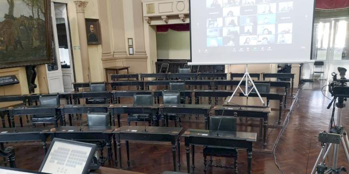 Insólito: Diputados arrancó la sesión con votos negativos...