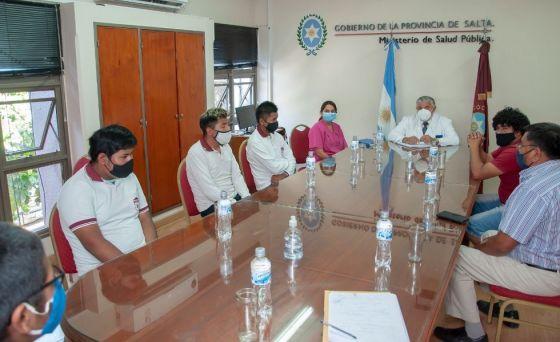 Voluntarios de la Escuela Técnica de Campo Quijano fabricarán sillones portátiles para el programa de Odontología
